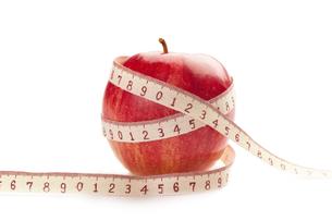 りんごとメジャーの写真素材 [FYI00111525]