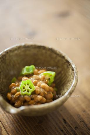 オクラ納豆の写真素材 [FYI00111683]