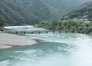 沈下橋 緑の写真素材 [FYI00112594]