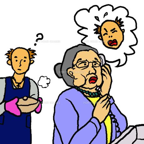 料理をする孫の前でその孫を語る電話を受ける高齢女性(振込詐欺)の写真素材 [FYI00112840]