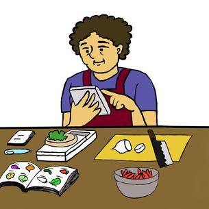 カロリー計算をしながら調理する中年女性(食事療法)の素材 [FYI00112862]