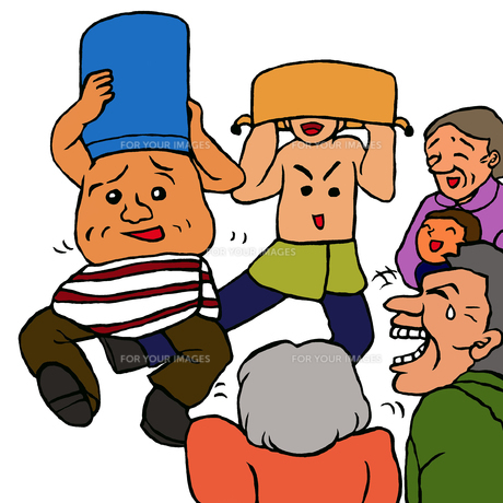 ポリバケツとなべをかぶりへそ踊りをする人達と笑う人達の写真素材 [FYI00112898]