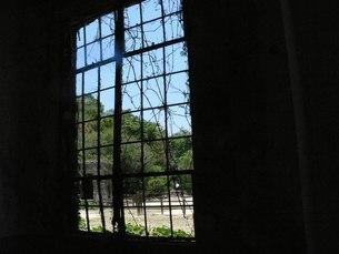 大久野島の廃墟の窓の写真素材 [FYI00113018]