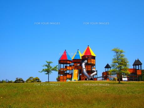 カラフルな屋根のある公園の写真素材 [FYI00113057]
