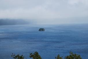 摩周湖の小島の写真素材 [FYI00113512]