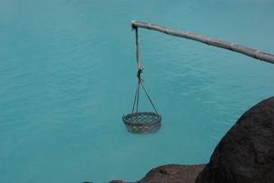 別府海地獄の温泉たまごの写真素材 [FYI00113612]