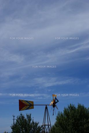 風車と青空の素材 [FYI00113641]