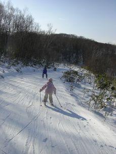 スキーをする子供の写真素材 [FYI00113677]