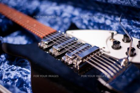 黒きエレキギターの写真素材 [FYI00114093]