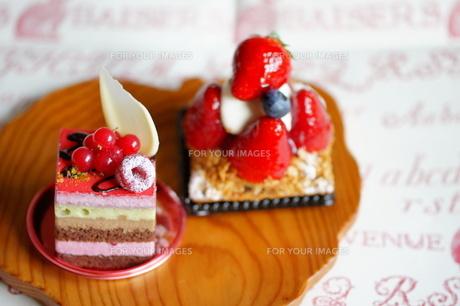 2個のおしゃれなケーキの写真素材 [FYI00114267]