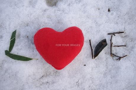 文字 LOVE ハートの写真素材 [FYI00114297]