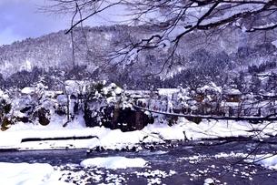 白川郷であい橋の写真素材 [FYI00114477]