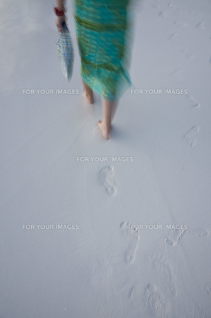女性の足跡の写真素材 [FYI00115023]