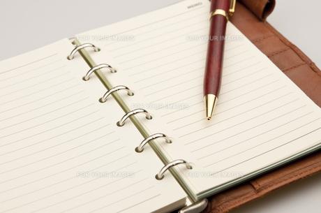 手帳とペンの写真素材 [FYI00115091]