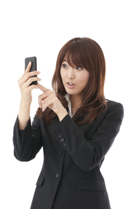 スマートフォン 女性の写真素材 [FYI00115128]