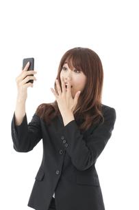 スマートフォン 女性の写真素材 [FYI00115131]