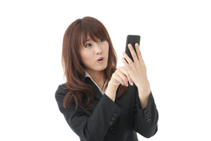 スマートフォン 女性の写真素材 [FYI00115139]
