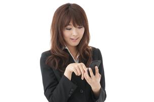 スマートフォン 女性の写真素材 [FYI00115143]