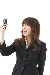 スマートフォン 女性の写真素材 [FYI00115144]