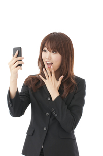 スマートフォン 女性の写真素材 [FYI00115149]