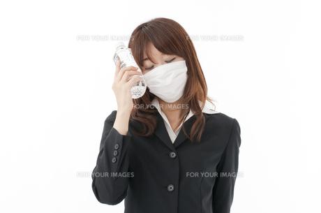 カゼ 花粉症の女性の写真素材 [FYI00115162]