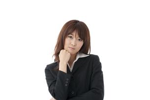 悩む女性の写真素材 [FYI00115177]