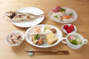 百日祝のお食い初めの写真素材 [FYI00115206]
