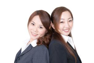 女性二人のオフィスシーンの写真素材 [FYI00115243]