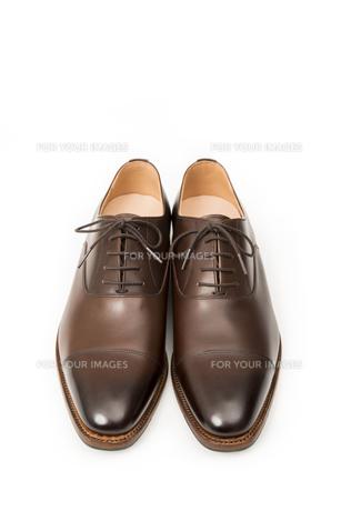 男性用の茶色い革靴の写真素材 [FYI00115257]