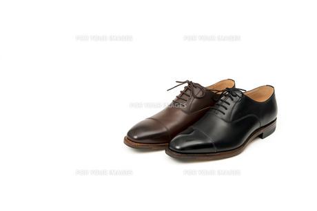 男性用の茶色と黒の革靴 片足のみの写真素材 [FYI00115261]