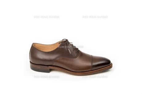 男性用の茶色い革靴 片足のみの写真素材 [FYI00115262]