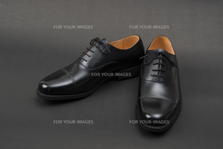 男性用の黒い革靴の写真素材 [FYI00115266]