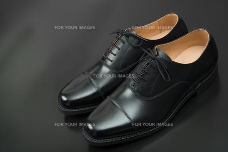 男性用の黒い革靴の写真素材 [FYI00115275]