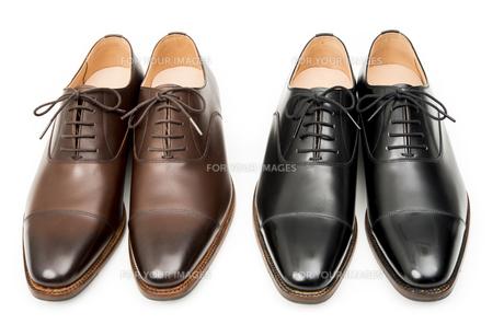 男性用の茶色と黒の革靴の写真素材 [FYI00115283]