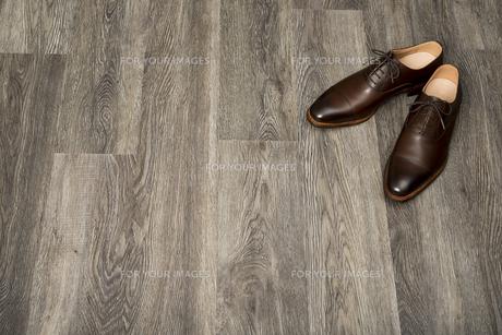 男性用の茶色い革靴の写真素材 [FYI00115284]