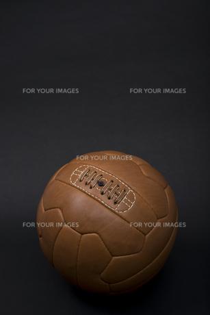 レトロなサッカーボールの写真素材 [FYI00115288]