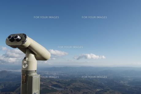 望遠鏡と空の写真素材 [FYI00115431]
