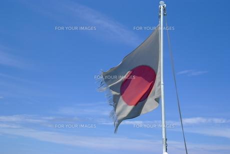 風に揺れる国旗の写真素材 [FYI00115446]