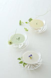 3種類の冷製スープの写真素材 [FYI00115603]