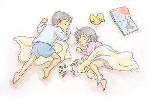お昼寝する男の子と女の子の素材 [FYI00116706]