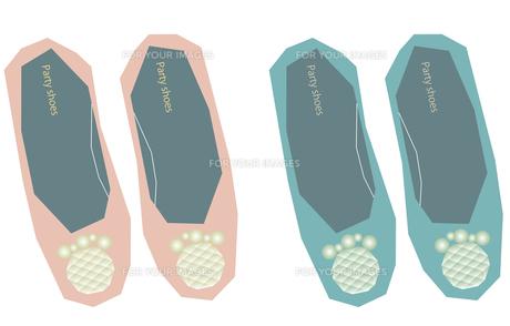 ビジュー付きの靴2色セットの写真素材 [FYI00116876]
