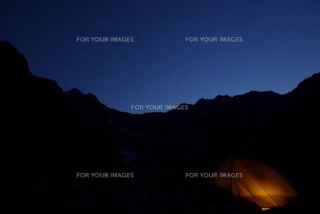 穂高連峰の夕暮れの写真素材 [FYI00117389]