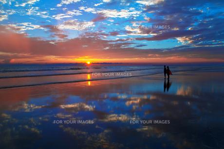 夕暮れのコックスバザールビーチの素材 [FYI00117618]