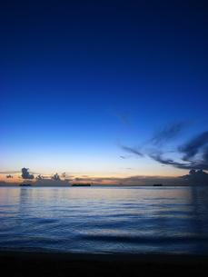 サイパンのトリコロールな夕焼けの写真素材 [FYI00117727]