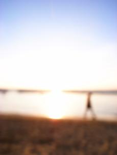 夕暮れの海岸の素材 [FYI00117730]