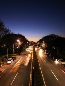 夕焼けと道路との写真素材 [FYI00117751]