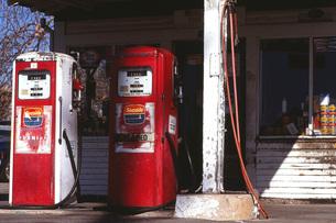 ガソリンスタンドー50年代?2の写真素材 [FYI00117876]
