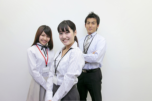 ビジネス 微笑む女性社員の素材 [FYI00118255]