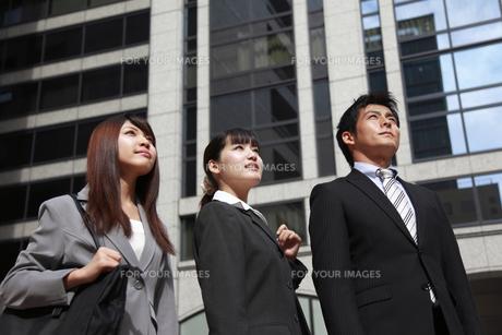 オフィス街のビジネスマンたちの写真素材 [FYI00118270]