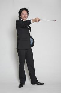 指し棒を持つ男性の写真素材 [FYI00118407]